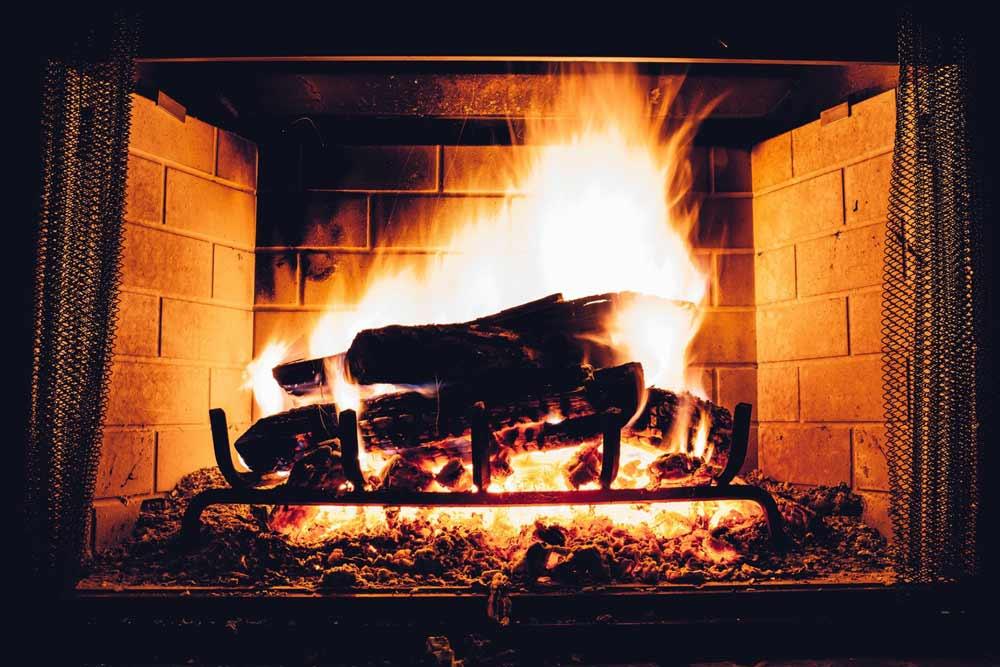 feu cheminée - ramonage indispensable